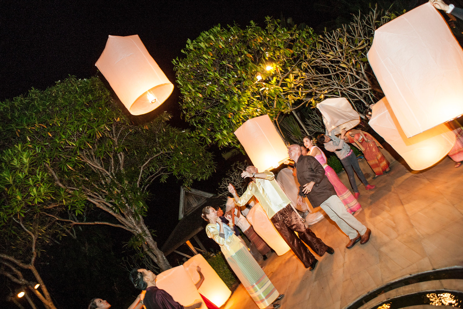 thailand lantern release chiang mai howie's homestay