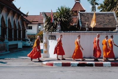 thailand-chiang mai-monks-billow-926-Gm5MyPc2P6I-unsplash